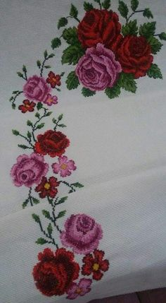 Cross Stitch Rose, Cross Stitch Flowers, Cross Stitch Patterns, Christmas Cross, Christmas Fun, Diy Clothes, Hand Stitching, Needlework, Diy And Crafts