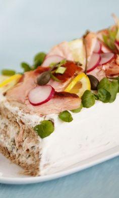 Lohivoileipäkakku – helppo ja hyvä resepti! | Meillä kotona Ketogenic Recipes, Ketogenic Diet, Diet Recipes, Vegan Recipes, Cake Sandwich, Sandwiches, Keto Results, Savoury Baking, Green Curry