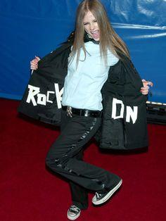 Avril Lavigne, 2003 - The Most Iconic Grammy Outfits Of The And - Livingly Grammy Outfits, Grammy Fashion, Grammy 2014, Avril Lavigne Style, Punk Rock Princess, Avril Lavingne, Under My Skin, Celebs, Celebrities