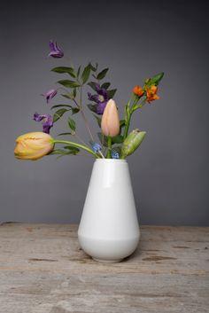 #Vase my fair lady #white #FennaOosterhoff BijzonderMOOI* #Dutchdesign