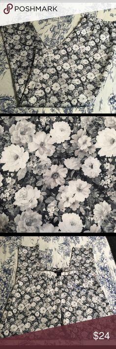 Torrid Floral Leggings Size 3 Super cute Torrid stretch leggings with elastic banded waist and floral print. Size 3. Color Black/Gray/White. Material Poly/Spandex. Measurements waist: 14.5, hips: 22.5, inseam: 30, rise: 15. torrid Pants Leggings