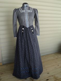 Girl's oldfashioned Victorian Turn of the by HeritageDressmakers