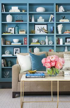 Contemporary blue and brown living room is fitted with a blue built-in bookcase, styled and positioned behind a light brown velvet sofa placed on a cream and white rug facing a gold, marble top coffee table. House Of Turquoise, Vert Turquoise, Fancy Living Rooms, Simple Living Room, Living Room Designs, Simple Interior, Interior Design, Transitional Living Rooms, Home Office Decor