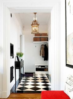 20 Traditional Black And White Hallway Design Ideas - Interior God - Home Interiors Black And White Hallway, Black And White Tiles, Black White, Flur Design, Diy Design, Design Ideas, Foyer Decorating, Interior Decorating, Decorating Ideas
