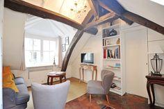 Ganhe uma noite no Charming Marais Apartment in a 18ème Mansion House - Apartamentos para Alugar em Paris no Airbnb!