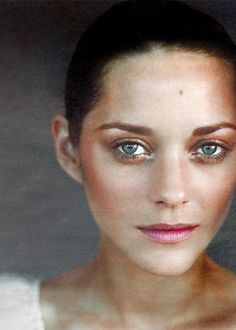Warm copper tones work wonders for blue-eyed ladies, as evidenced by Marion Cotillard #ColorTheory