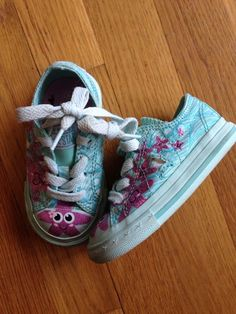 found on Kidizen: Converse Starfish Shoes!  Size 5