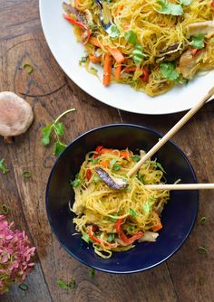 This delicious Asian Spaghetti Squash Noodle Stir-Fry is an easy homemade low-carb dish packed with vegetables, spaghetti squash noodles and a flavorful sauce. Fresh and satisfying. It comes together in 30 minutes and the leftovers are perfect for lunches the next day! Paleo, Whole30, Gluten-Free. Homemade Stir Fry, Easy Homemade Recipes, Paleo Recipes, Asian Spaghetti, Spaghetti Squash, Paleo Dinner, Dinner Recipes, Squash Noodles, Cooking Spaghetti