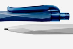 With the Peak Pen, the QS-typical concept of a three-dimensional design of the casing surface results in an almost sculptural object. The look and haptic mutually reinforce each other and are in perfect harmony. The smooth, minimalistic clip creates an attractive contrast to the casing.