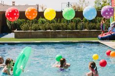 Love this idea for balloons at a pool party