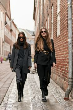 Say goodbye to soggy hems and try styling pants tucked into boots to update your winter looks and save on drycleaning this season. The post Pants Tucked Into Boots Is the Styling Trick to Save Your Winter Wardrobe appeared first on FASHION Magazine.