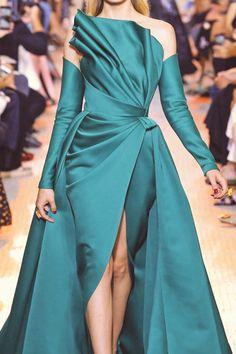 Close up: Elie Saab Haute Couture Haute Couture Dresses, Couture Fashion, Runway Fashion, Elegant Dresses, Beautiful Dresses, Formal Dresses, Elie Saab, African Fashion Dresses, Fashion Outfits