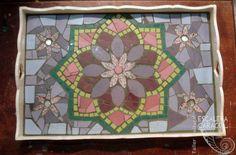 Bandeja de mosaico realizada por Claudia Monzullo…
