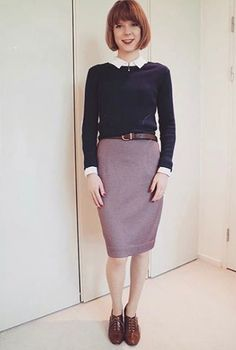 In love with this super chic outfit! Lizzie has sewn herself an Ultimate Pencil Skirt in ponte di Roma fabric and we are enamoured! Skirt Patterns Sewing, Skirt Sewing, Mod Look, Sew Over It, Tartan Fabric, Autumn Winter Fashion, Winter Style, Fall Winter, High Waisted Pencil Skirt