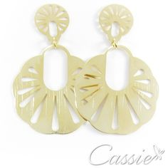 Brinco estilo étnico folheado a ouro. Temos dois tamanhos diferentes. www.cassie.com.br #cassie #semijoias #instafashion #moda #fashion #tendência #estilo #inlove #perfect #love #good #happy
