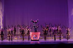 """Sheilas's Ballet, de Piedade (SP), subiu ao palco da noite de gala com a coreografia """"Poema para Joinville"""". Crédito: Dashmesh Photos/Claudia Baartsch"""