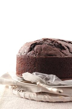Torta vegana al cacao e fava tonka