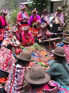 Rumira Sondormayo´s weavers attending a cultural interchange day in the Lares Valley community of Choquecancha (Photo: K. Quam)