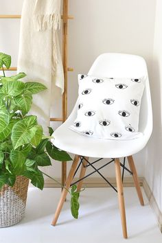 DIY Eye Print Cushion Cover