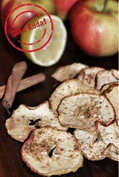zimtig-zitronige apfel chips ...ein herrlich leckeres, einfaches und gesundes rezept... http://silke-rudat-de.blogspot.de/2014/03/zimtig-zitronige-apfel-chips.html