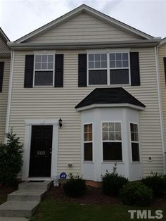 $1,295 - 1725 TW Alexander Drive, Creekside 108, Durham 27703 - 3 bedrooms, 2 fullbaths, 1 halfbath. Durham, Real Estate Houses, Renting A House, Bedrooms, Outdoor Structures, Outdoor Decor, Home, Bedroom, Ad Home