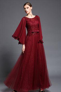 b41a23bb18e 83 meilleures images du tableau Femmes en robes rouges en 2019 ...