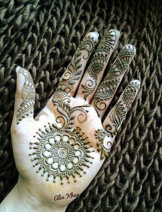 By Alia Khan Loved & Pinned by http://www.shivohamyoga.nl/ #mehndi #india