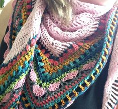 Ravelry: Project Gallery for Sunday Shawl pattern by The Little Bee ~ Alia Bland