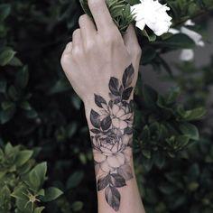 back tattoos for women Form Tattoo, Shape Tattoo, Tattoo Arm, Wrist Hand Tattoo, Cuff Tattoo, Hand Wrist, Tattoo Flash, Trendy Tattoos, Small Tattoos