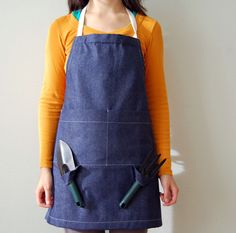 Need this. Garden Apron by Apseed.