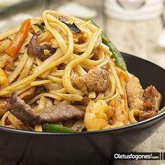 Tallarines tres delicias (¡¡El chino en casa!!) Asian Recipes, Mexican Food Recipes, Healthy Recipes, My Favorite Food, Favorite Recipes, China Food, Pasta Soup, Peruvian Recipes, International Recipes