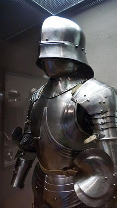 Parti d' Armature Gothic Armor found in a hoard in the old Venetian fortress of Chalcis on the island of Euboea Greece which fell to the Ottoman Turks in 1470 CE Medieval Knight, Medieval Armor, Medieval Fantasy, Armadura Medieval, Knight In Shining Armor, Knight Armor, Larp, Caballero Andante, Medieval Helmets