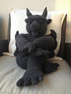 Ravelry: My Giant Gargoyle pattern by Phoeny Halloween Knitting Patterns, Animal Knitting Patterns, Crochet Dolls Free Patterns, Knitting Projects, Crochet Projects, Crochet Quilt, Crochet Cross, Knit Crochet, Loom Knitting