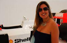 """Fazendo pose com o carro do Senna - """"Visitando o Museo Casa Enzo Ferrari em Modena na Itália"""" by @Aprendiz Viajante"""