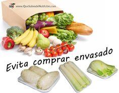 Reduce los alimentos empaquetados y compra tus frutas y verduras a granel.