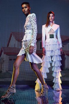 See the complete Balmain Resort 2016 collection.