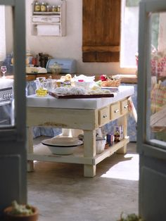 Welcome to my latest project, a Tuscan kitchen I've lovingly named Bel Sole {beautiful sun}. Set in the beautiful and dreamy hills of Tusc...