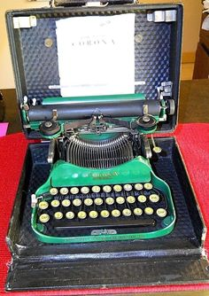 VINTAGE L.C. SMITH & CORONA FOLDING TYPEWRITER. 1927 IN RARE GREEN, WITH CASE!
