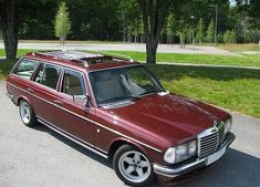 An old favorite: boss wagons— specifically, boss wagons. We have suddenly and unexpectedly become gripped with AMG fever, which isn't the first time it's happened,… Old Mercedes, Mercedes Benz Cars, Nissan, Classic European Cars, Classic Cars, Sports Wagon, Daimler Benz, Maybach, Car Brands