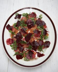 Fresh smoked salmon and beetroot salad Jamie Oliver Oliver's Twist Salmon Fish Recipe, Grilled Salmon Recipes, Fish Recipes, Seafood Recipes, Salad Recipes, Healthy Recipes, Yummy Recipes, Easter Dinner Recipes, Seafood