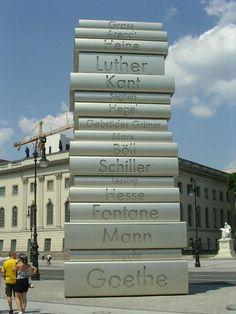 Hieno monumentti Sakssa. Ei tarvitse mennä museoon asti =)
