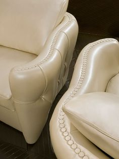 SOFT LEATHER ARMCHAIR - Luxury armchair details. Luxury leather furniture collections. KY2100
