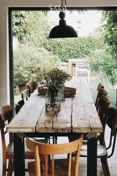 Country Dining Rooms, Elegant Dining Room, Dining Room Design, Dining Room Table, Best Dining Room Colors, Cafe Door, Dinner Room, Rustic Chandelier, Sweet Home