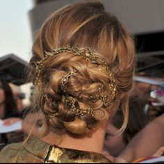 The back of Jennifer Lawrence's hair at The Hunger Games premiere......GORGEOUS!