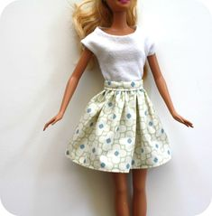"""froufy barbie skirt tutorial ~~  You'll need:    1 piece of fabric 12""""x3.5"""" (for the length shown here)    1 piece of fabric 1.25""""x5"""" for the waistband    sew on velcro    sewing stuff"""