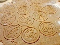 Hrníčkové karamelové sušenky (spekulky) Lotus Mug Recipes, Sweet Recipes, Baking Recipes, Dessert Recipes, Christmas Candy, Christmas Baking, Christmas Cookies, Toffee Bars, Czech Recipes