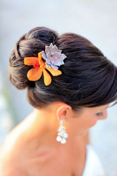 Cool 35+ Beautiful Succulent Hair Piece Styles For Your Wedding  https://oosile.com/35-beautiful-succulent-hair-piece-styles-for-your-wedding-14275