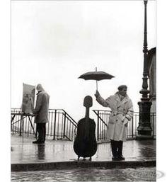 Ein Musiker im Regen Kunstdruck Robert Doisneau Hier bei www.closeup.de