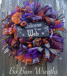 Guirnalda de la araña, araña Halloween guirnalda, decoración de Halloween, guirnalda de Halloween, guirnalda de caída, caída de decoración, la puerta de Halloween colgando, la puerta de Halloween  Bienvenido a mi Web  ¡ Bienvenido su truco o el tratamiento en gran estilo! Tal una corona de diversión se trata con un montón de detalles: naranja/negro despojado rizos púrpura, naranja y negro de malla, malla, aerosoles de espumosos remolinos, diseño cintas, adornos de color naranjas y negro, un…