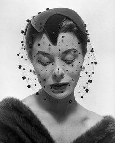 the veil.Bettina wearing velvet veiled hat by Paulette, photo by Georges Dambier, Arachnée, November 1953 Look Fashion, New Fashion, Fashion Models, Vintage Fashion, Vintage Style, Fifties Fashion, 1930s Fashion, Female Fashion, French Fashion